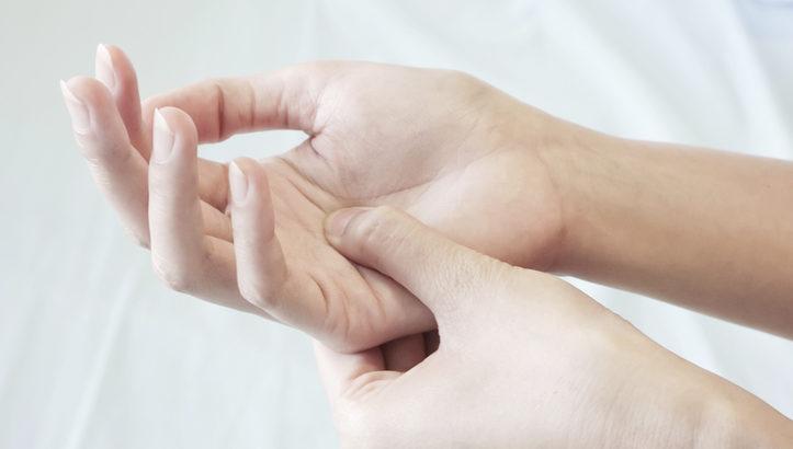 ボルダリング初心者が知っておきたい指のケアとストレッチ方法