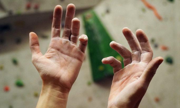 ボルダリングでヌメってくることはしょうがない!? 手汗の状態別にチョークを使い分けよう!