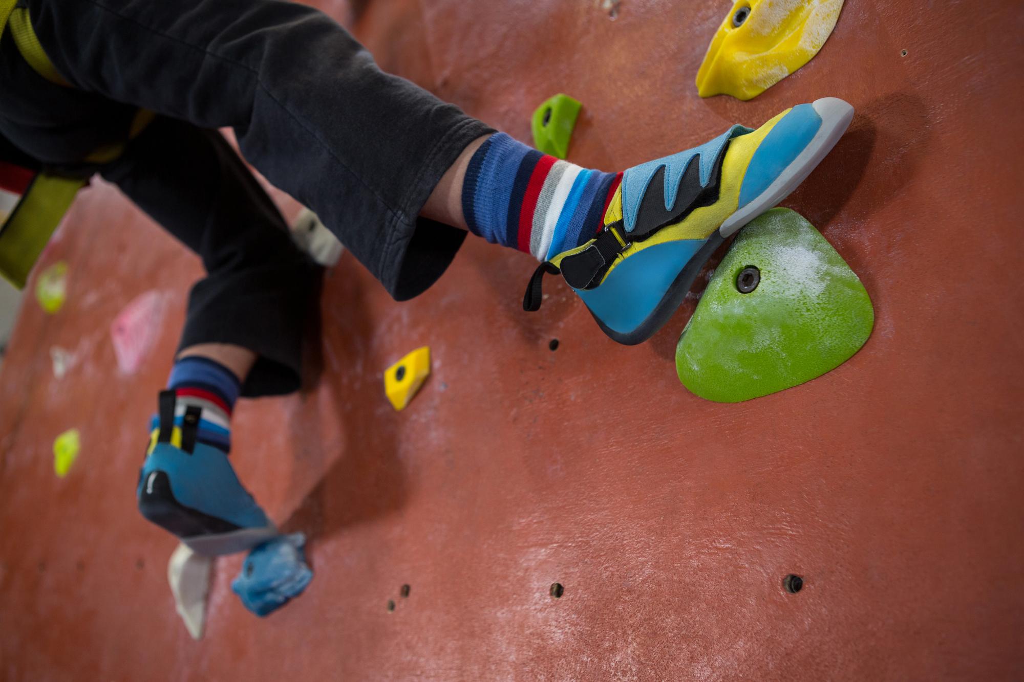 ボルダリング中級者を脱出! 強傾斜の登り方をマスターしよう!