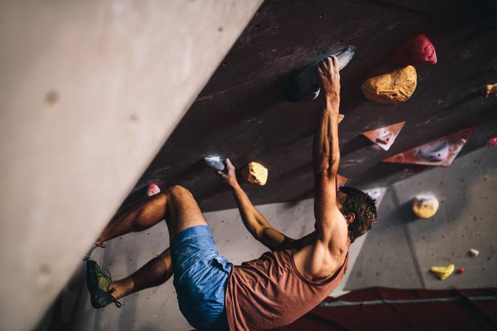 ボルダリングの難関壁「ルーフ」を攻略しよう!