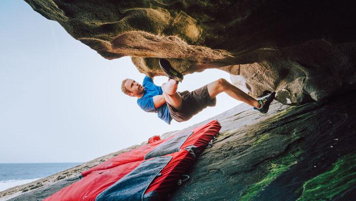 外岩デビューするなら! ボルダリング用マットの機能と選び方
