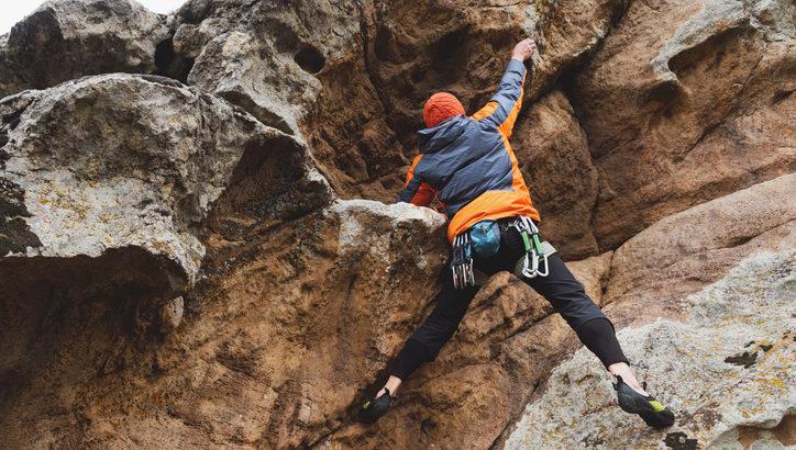 外岩でボルダリングを楽しもう! 外岩の魅力やシューズなどの準備をたっぷり解説