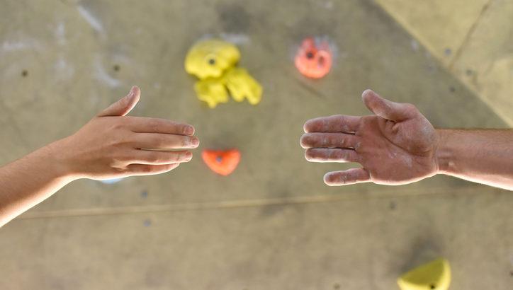 スポーツを通じた出会いのメリットとは? 最近話題のボルダリングをピックアップ!