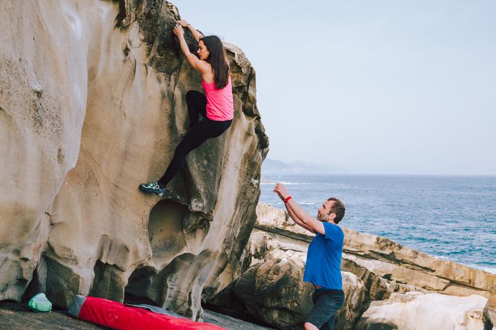 【連載】ボルダリング女子の悩み第23回・「外岩に行くと上手そうな男性ばかりで順番待ちに入り込むのが難しい」