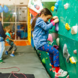 子供も楽しめる大阪のボルダリングジム5選! 店舗情報や教室情報をご紹介