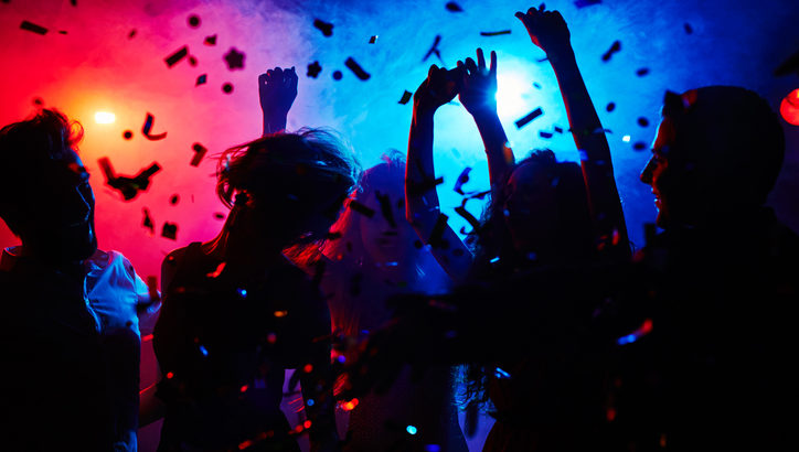 初めてクラブに行く時はどうすればいい? 楽しみ方のポイントを解説します!