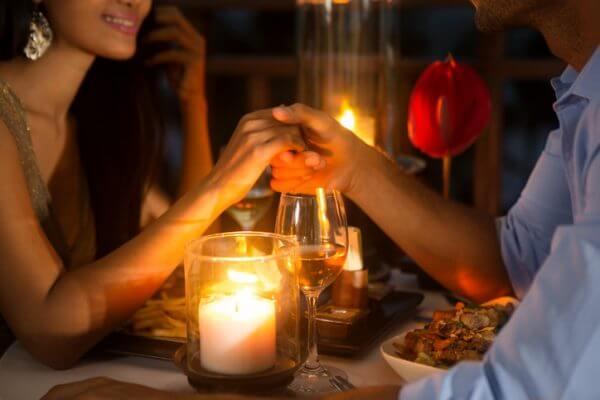 平日の夜デートは何をする? おすすめデートプラン4選