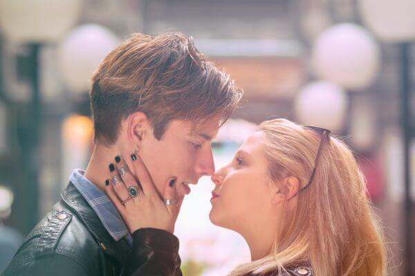 恋活パーティーで出会った男性と、その日のうちにキスはあり? なし?