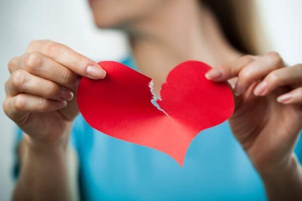 傷を癒して前に進もう! 辛い失恋を乗り越えるための方法10選。