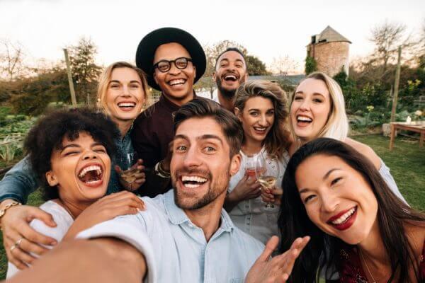 社会人になって友達を作る5つの方法!友達が減る社会人は必見 | iVERY [ アイベリー ]