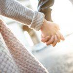 手を繋ぐ意味は? 男友達が秘めている心理を分析!