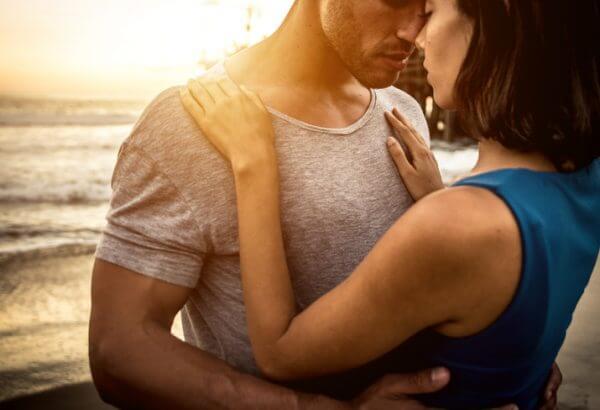 付き合う前にキスをする男性の心理とは?