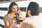 自分のことを話さない男性は脈なし? それとも危険? 隠された心理と対処法