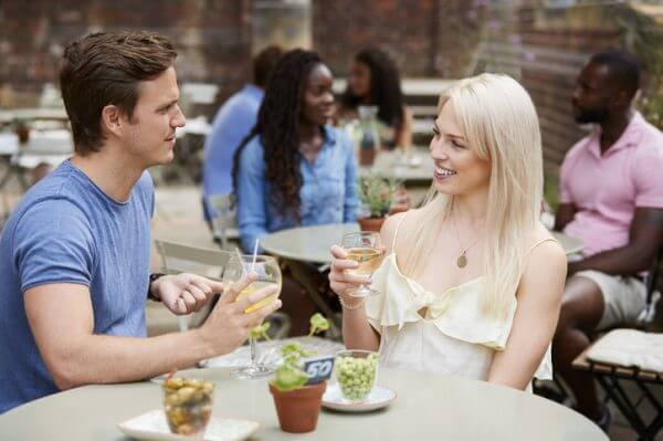 わかりにくい!? 恋愛における女性心理を解説! 特徴的な行動や態度、しぐさなど