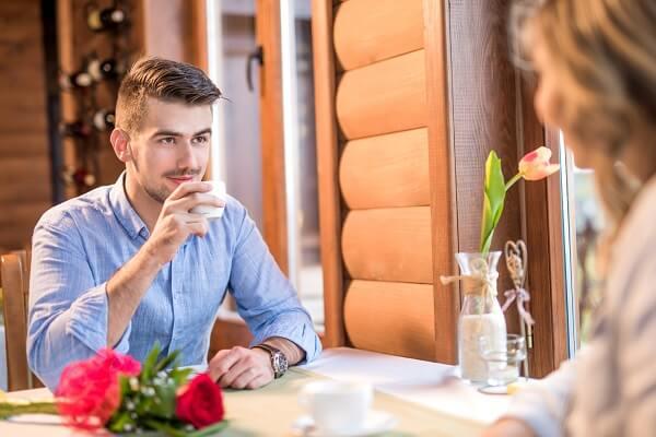 <男性向け>思わせぶりな女の本心とは? その心理や本気度を見極めるコツ