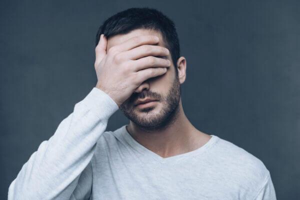 素直になれない人の心理7つ! 素直になれない自分を改める対処法とは