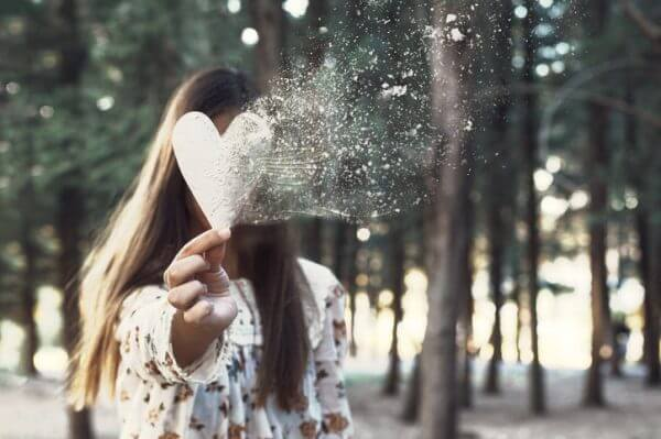 片思いがつらいときの対処法を紹介。諦めた方がいい場合とそうでない場合の見分け方も紹介。