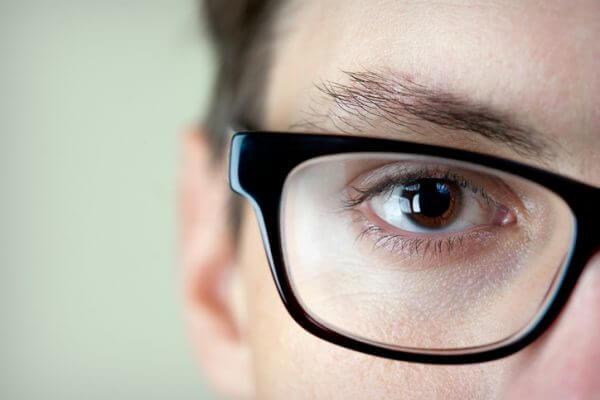 メガネ男子に女性は好印象! 女性が感じる魅力15個と似合うメガネとは?