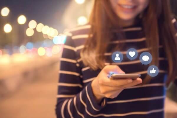 年代別! 恋の始め方と告白方法【固定電話、ポケベル、携帯電話、SNS】