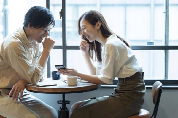 仕事ができる男性にモテる女性のタイプ