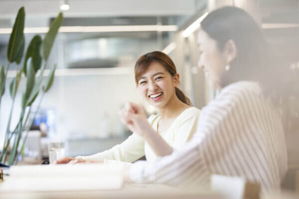 今すぐ真似したい! 会社で好かれる女性の特徴7つ