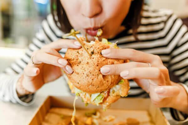 汚い食べ方…女として見られない女性の特徴5つ