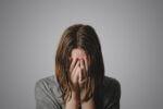 彼女が突然泣く理由10個 突然泣き出した時はどう対処すればいい?