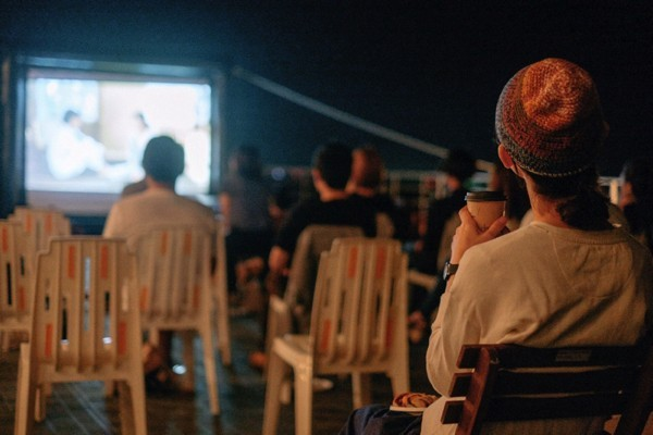 【4/20】野外映画×合コン〜恋する月夜の映画館:セレステ&ジェシー