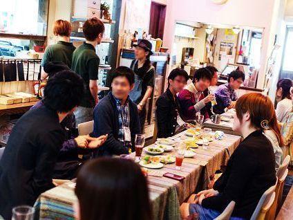 MOREアニメコンの開催風景♪ イベント中は食事つき飲み放題です☆