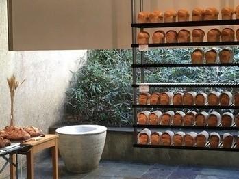 おしゃれなパン屋さんも多数!