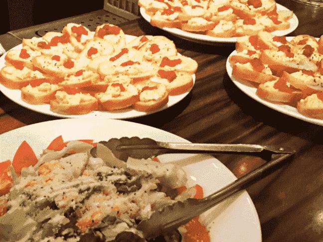 店舗特製お料理&飲み放題付き♪ (お食事の一例です)