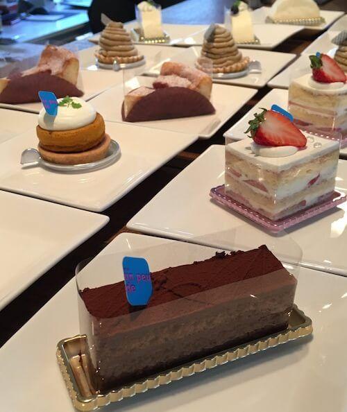 色々なお店のケーキをお出しします。