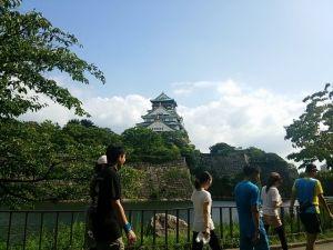 大阪城の見えるところまで走ります。