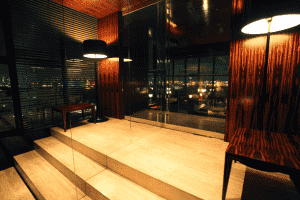 the bar ⑨