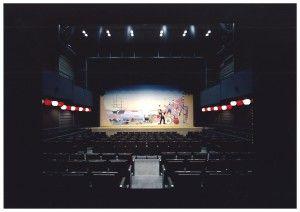横浜にぎわい座 芸能ホール(緞帳あり)明