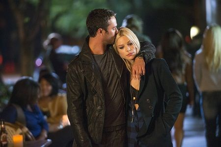 "CHICAGO FIRE -- ""One Minute"" Episode 104 -- Pictured: (l-r) Taylor Kinney as Kelly Severide, Lauren German as Leslie Shay -- (Photo by: Matt Dinerstein/NBC)"